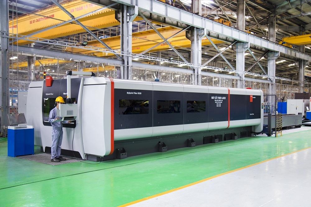 Fiber lazer cutting machin in THACO Chu Lai Mechanical Complex.