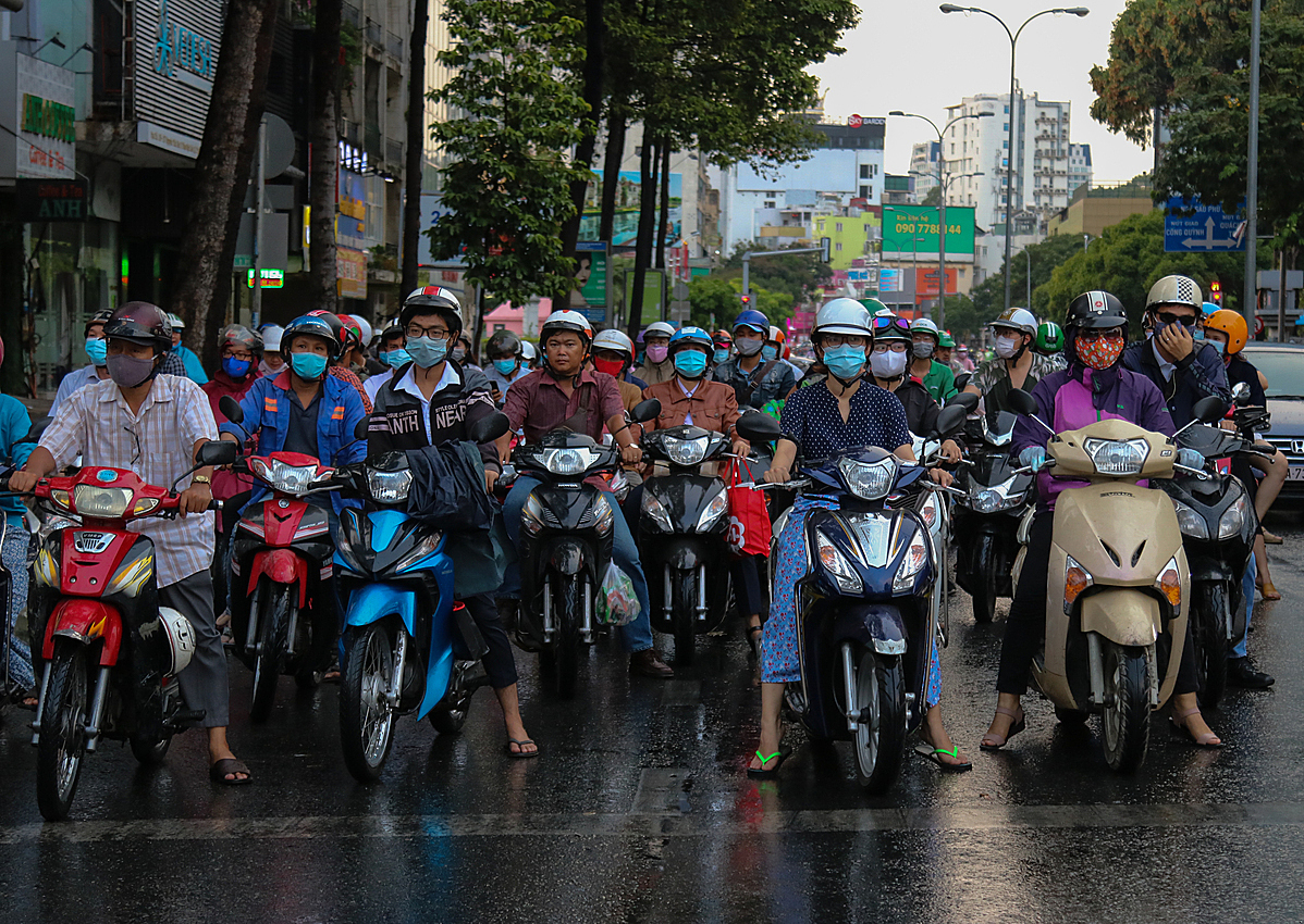 People riding on a street of HCMC on April 9, 2020. Photo by VnExpress/Hoang Huy.
