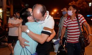 Joyful emotions run high as Hanoi hospital lockdown ends