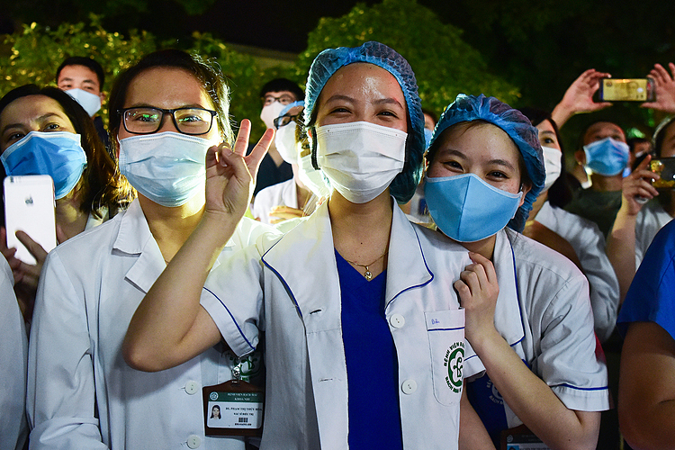 This will be an unforgettable memory for us, a doctor said.    The hospital managers said Bach Mai is Covid-19 free at the moment. Medical staffs were tested negative with nCoV for three times.