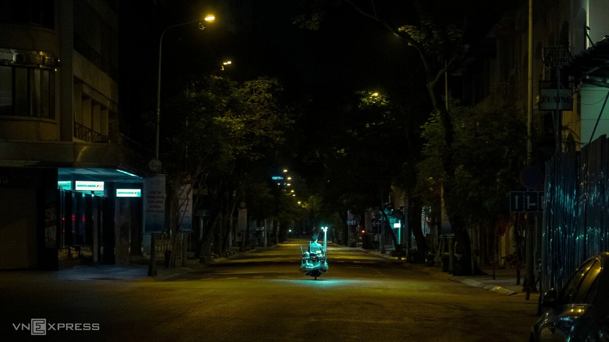 A street vendor runs on a deserted street. Vietnam is considering whether to extend the social distancing campaign longer or not.  Vietnam's Covid-19 count stands at 262, with 144 discharged after recovery.