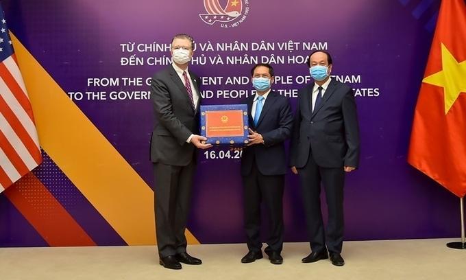 Vietnam donates medical supplies to Japan, US