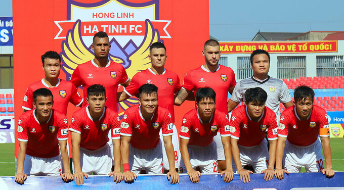 Hong Linh Ha TInh in their opening game of V. League this season. Photo by VnExpress/Duc Hung.