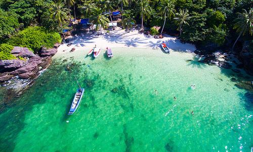Vietnam's top tourist destinations reopen following social distancing ease