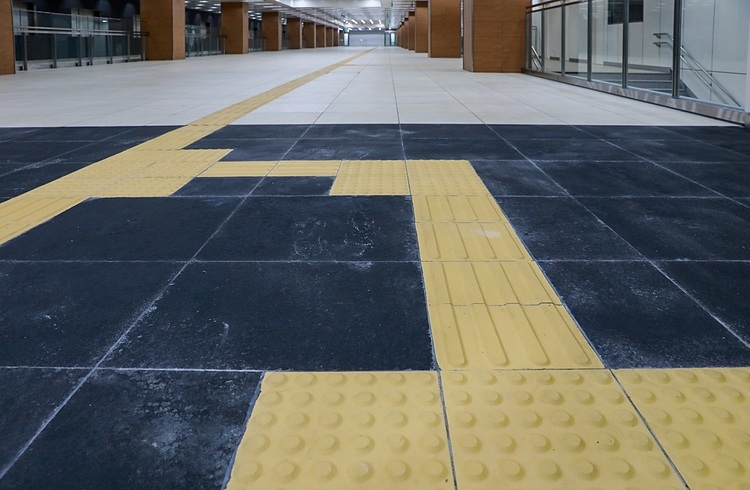 The floor of the terminal is tiled and has designated paths for people with disabilities.