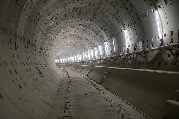 In B2, the tunnel section constructed by machine excavation technology, including two 2.6 km-long tunnels have basically completed and connected to other underground stations as well as the route on the ground.