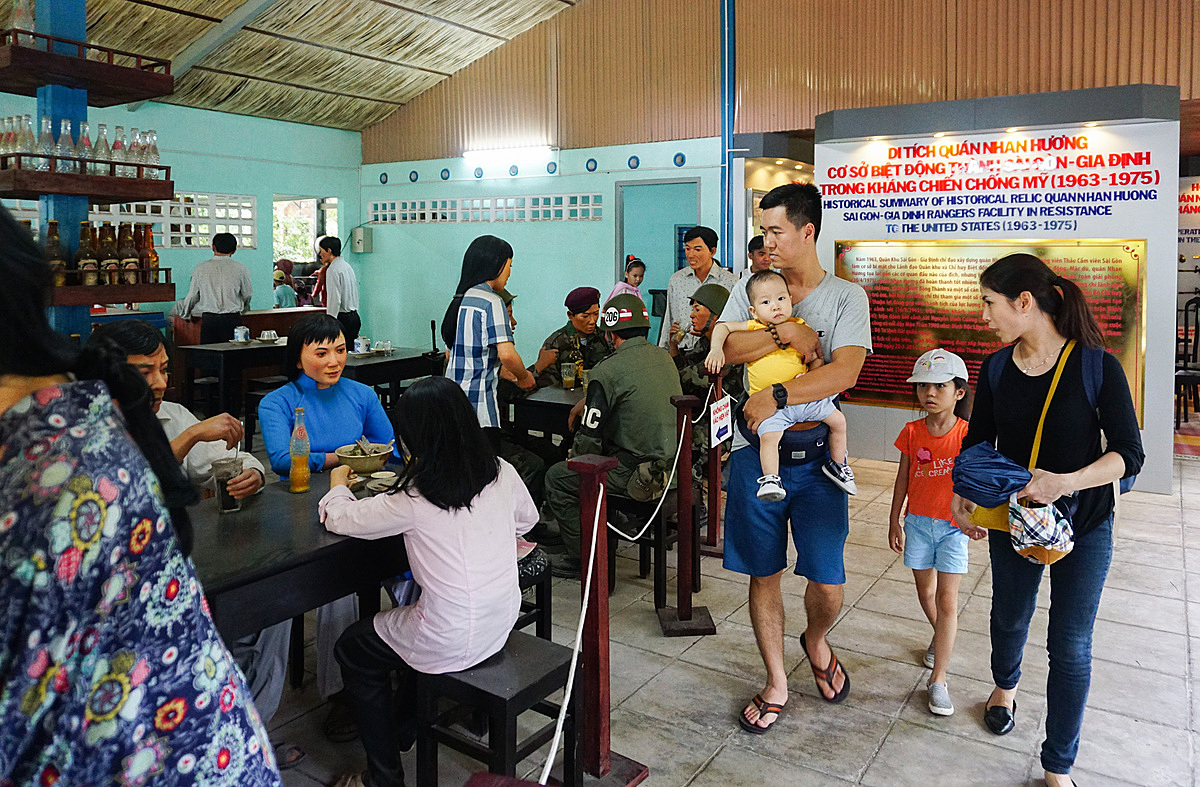 Nhan Huong Restaurant welcomes guests for free during weekdays andattracts many visitors on holidays. The shop was recognized as a historic structure of Saigonin 2014.Vietnam celebrateReunification Day onApril 30and Labor Day onMay 1.