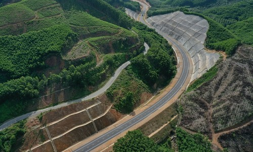 Expressway through Vietnam national park poised to open