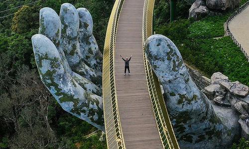 'Golden Bridge' shot wins top architecture photo prize for Vietnam