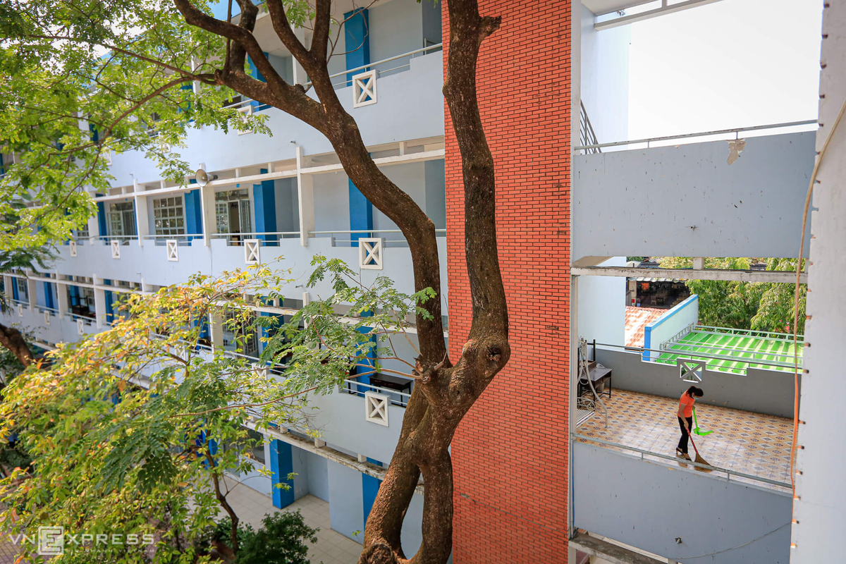 Saigon school prepares to welcome back students after long Covid-19 break
