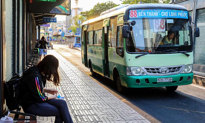 HCMC resumes public bus services