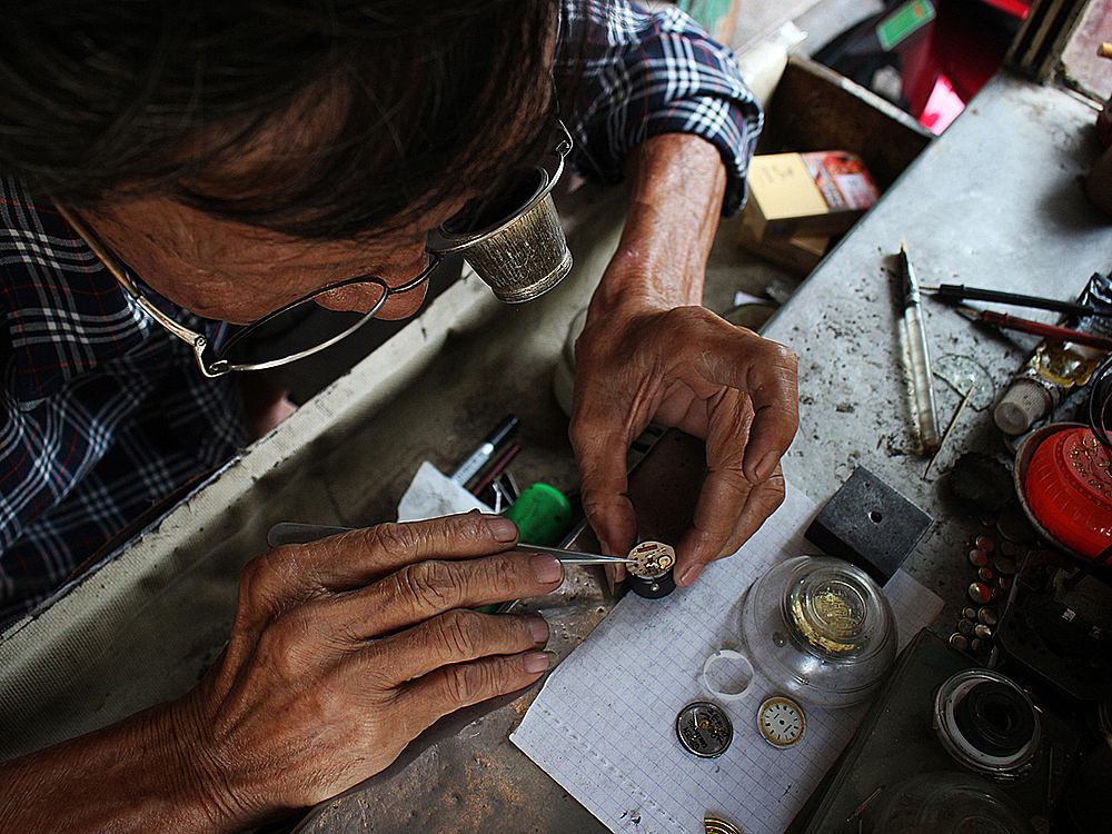 This job cannot be hasty, screws and gears will be difficult to find I drop them, he said, adding he must be careful and focus while working. All of the accessaries are purchased from other shops or from old broken watches of his patrons.