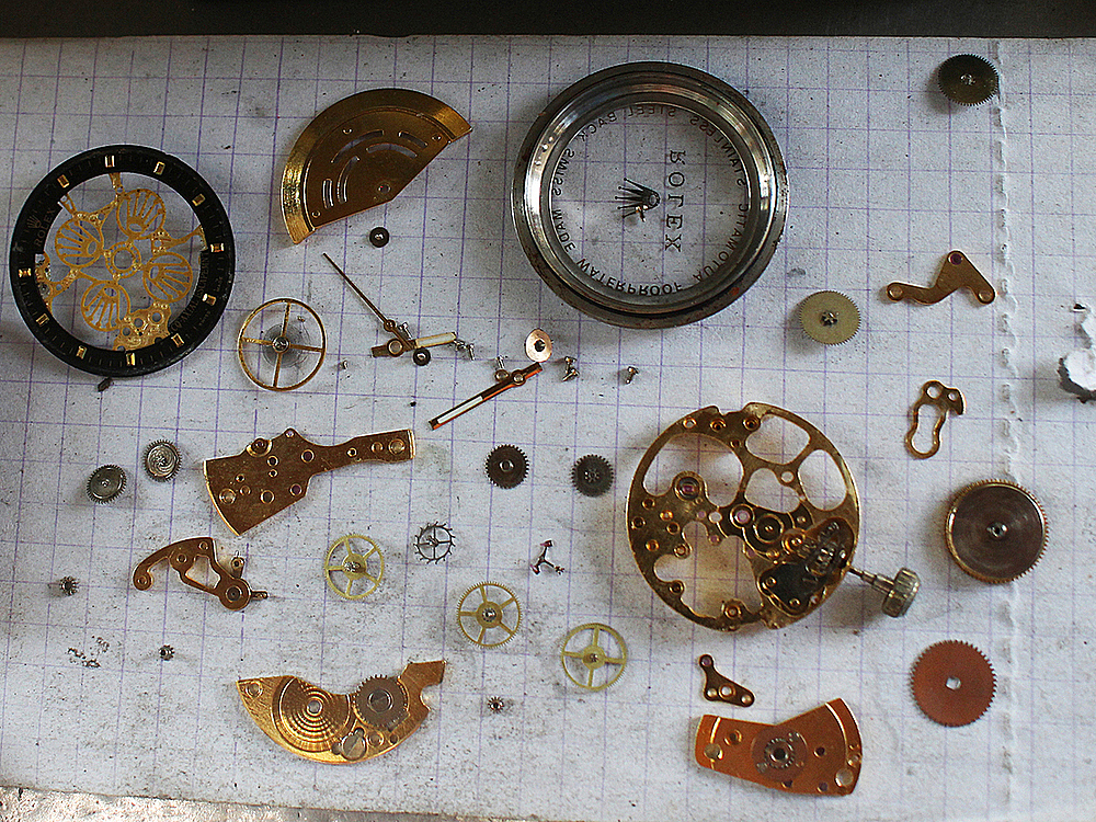 More than 30 details of a mechanical watch are disassembled before cleaning. Ty, having his loyal customers loving ancient timepieces, likes the way these tiny gears fit others.