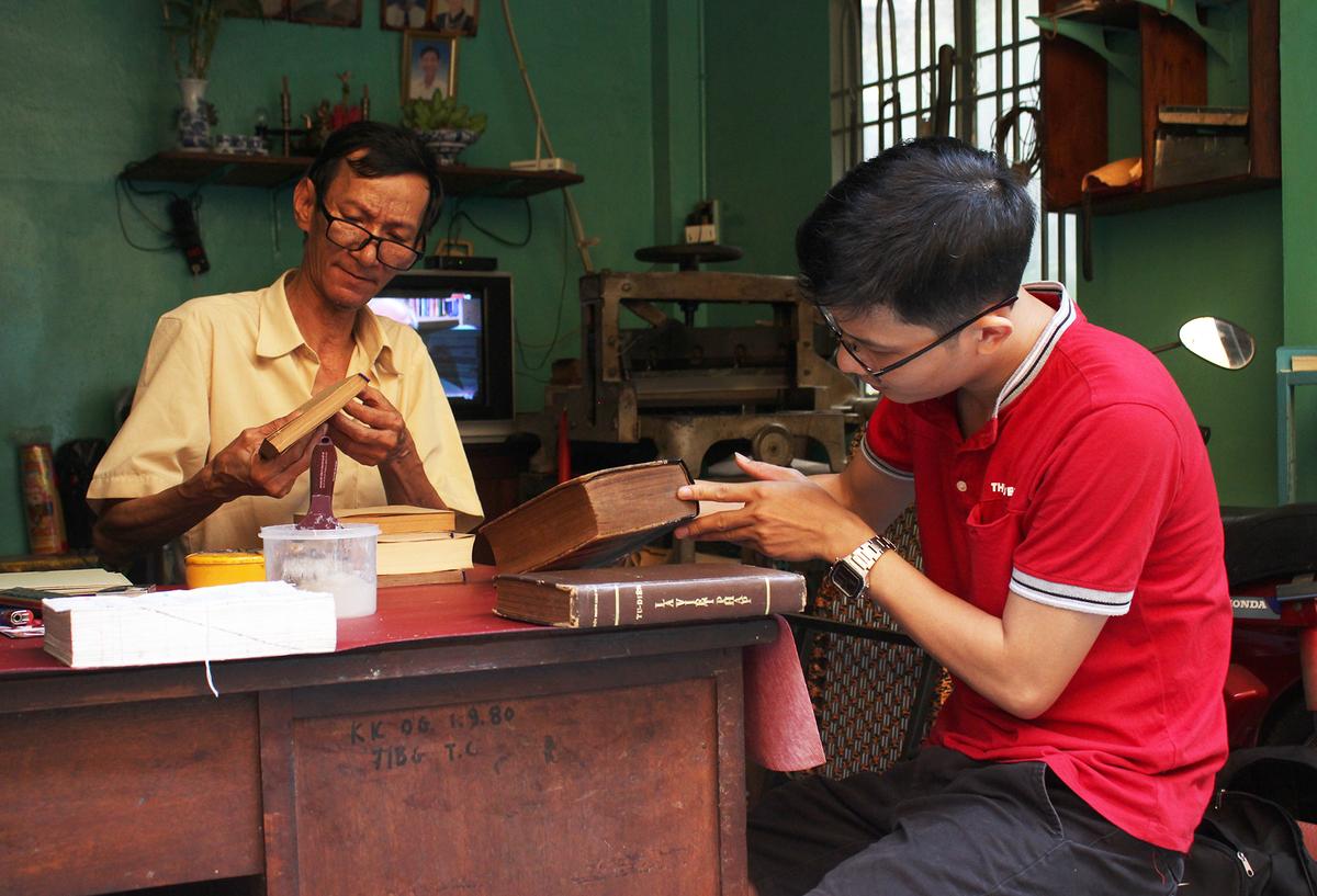 The last book restorer of Saigon