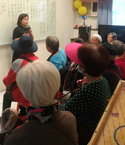 Huynh Xuan Trang holds a social work lecture for senior citizens in New Taipei City, Taiwan. Photo courtesy of Trang.