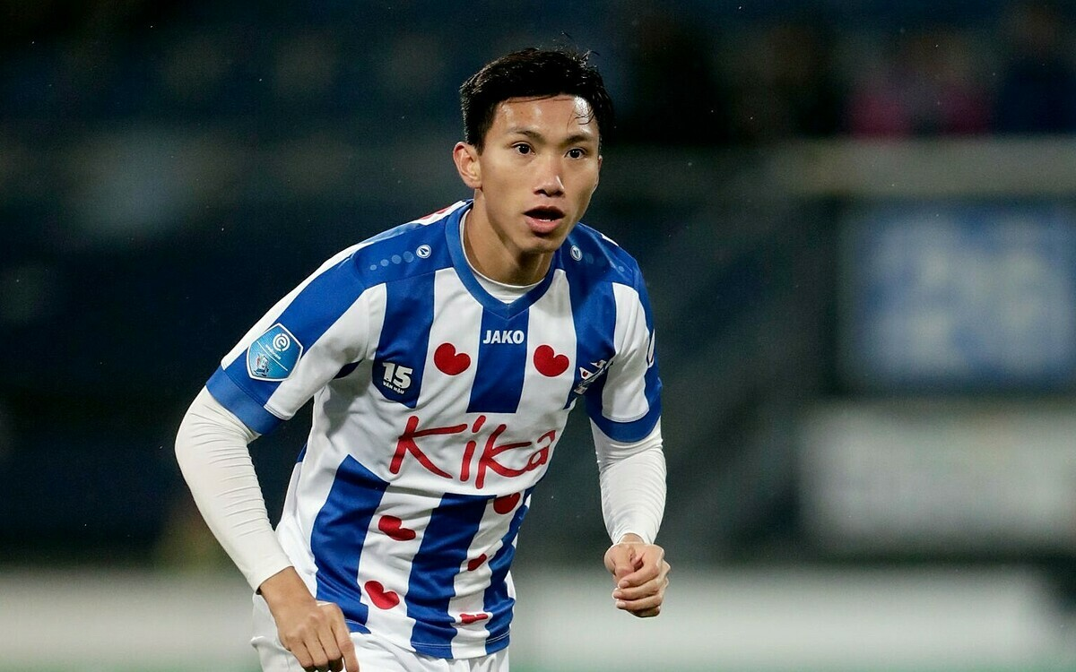 Doan Van Hau in Dutch club SC Heerenveen jersey. Photo courtesy of SC Heerenveen.