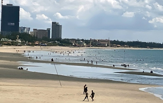 Bai Sau beach in Vung Tau on May 7 when the beach reopened after one-month closure. Photo acquired by VnExpress.