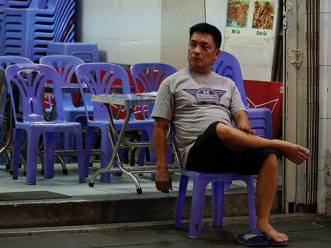 A bar on Saigons Bui Vien Street has no patron on May 9, 2020. Photo by VnExpress/Hoang Huy.