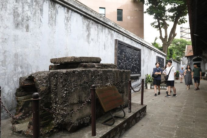 Hoa Lo Prison reflects John McCains jail time - 5