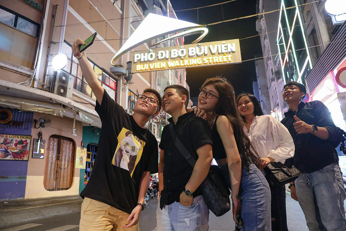 From May 8, authorities in HCMC allowed all non-essential services to reopen, except karaoke parlors and disco following Prime Minister Nguyen Xuan Phucs order a day earlier. Immediately, party-goeers flock to Bui Vien backpacker street in District 1 to fun and game with food stalls, nail salons and beer clubs busy for welcoming tourists back.