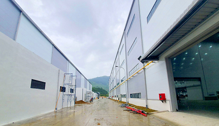 PhuongNams Pisocypanels were used to build a factory of the U.S.-based Universal Alloy Corporation at the DaNangHi-tech Park.