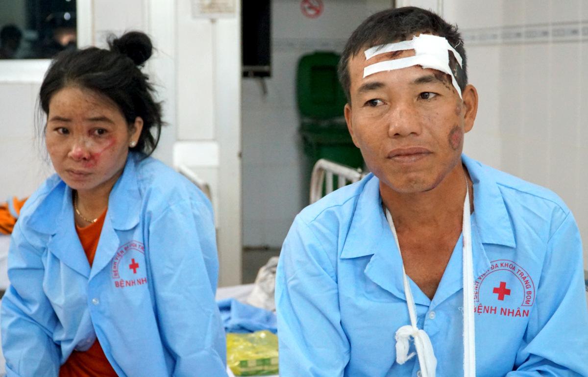 Pham Thanh Phu and his wife Le Thi Tuyet Linh at the Trang Bom General Hospital in Dong Nai Province. Photo by VnExpress/Dang Khoa