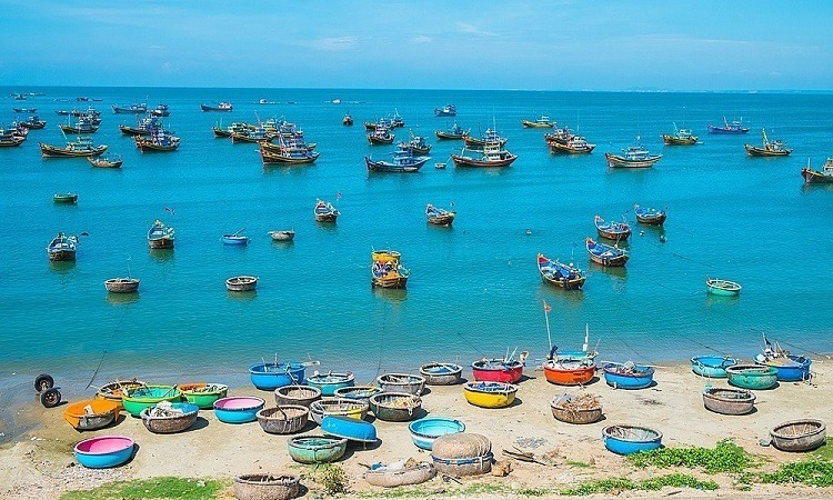 Mui Ne beach is a tourist attraction in Phan Thiet Town. Photo by Shutterstock/Hoang Ky.