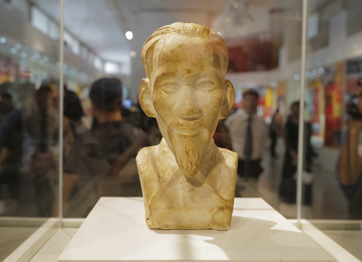 A wooden portrait sculpture of President Ho Chi Minh made by Vietnamese soldiers during the time they were put in jail on Con Dao, an archipelago off Vietnam's southern province of Ba Ria-Vung Tau, in 1940s. The prison was built in 1861 by the French colonists to jail those considered dangerous to the colonial government.French bishop Paul Antoine Miniconi, who was assigned to work at the prison at that time, seized the sculpture. But then, with respect and admiration for the loyalty of those soldiers, the bishop decided to keep the sculpture. He even brought it back to France as a reminder of his time on Con Dao.Before he passed away, the bishop gave the sculpture to his son. Late last year, following his father's last wishes, the son handed the sculpture over to the Vietnamese Embassy in France.On February 25 this year, the sculpture was given to the Ho Chi Minh Museum.