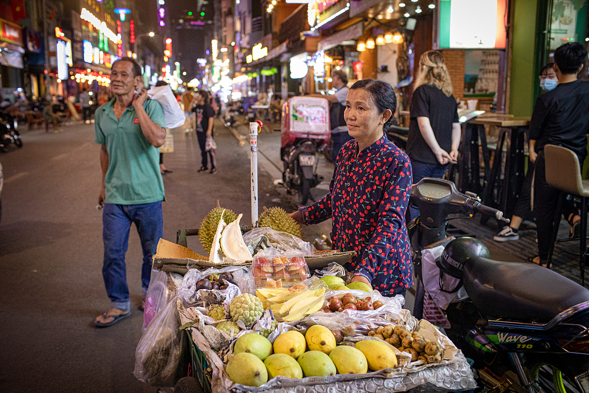 Thanh, a fruit seller, pushes her cart to Bui Vien Street every day to make a sale, May 16, 2020. Photo by VnExpress/Thanh Nguyen