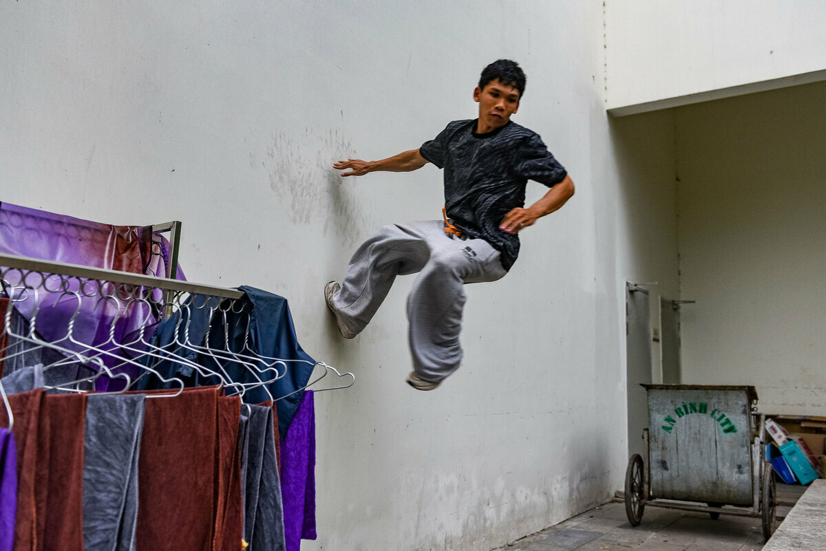 Dao Duc Hieu, 23, nickname Khi (or monkey), said: I play both parkour and freerunning. For me, there is no movement that is difficult or easy, only movements that can and cannot be done.