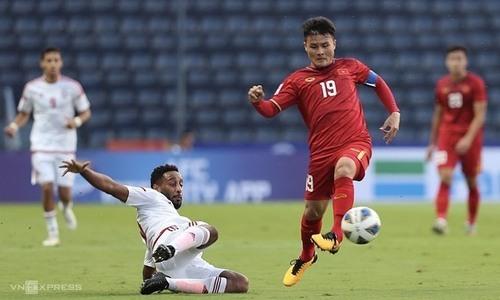 Vietnam star midfielder opens community football center in Hanoi