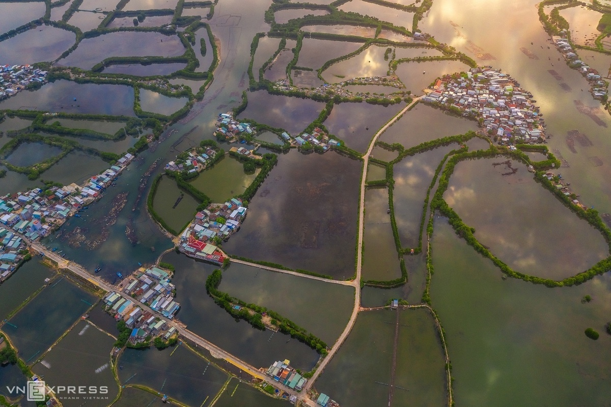A top view of waterlogged and cluster of houses in Thi Nai Lagoon, Phuoc Hoa Commune, Tuy Phuoc District.