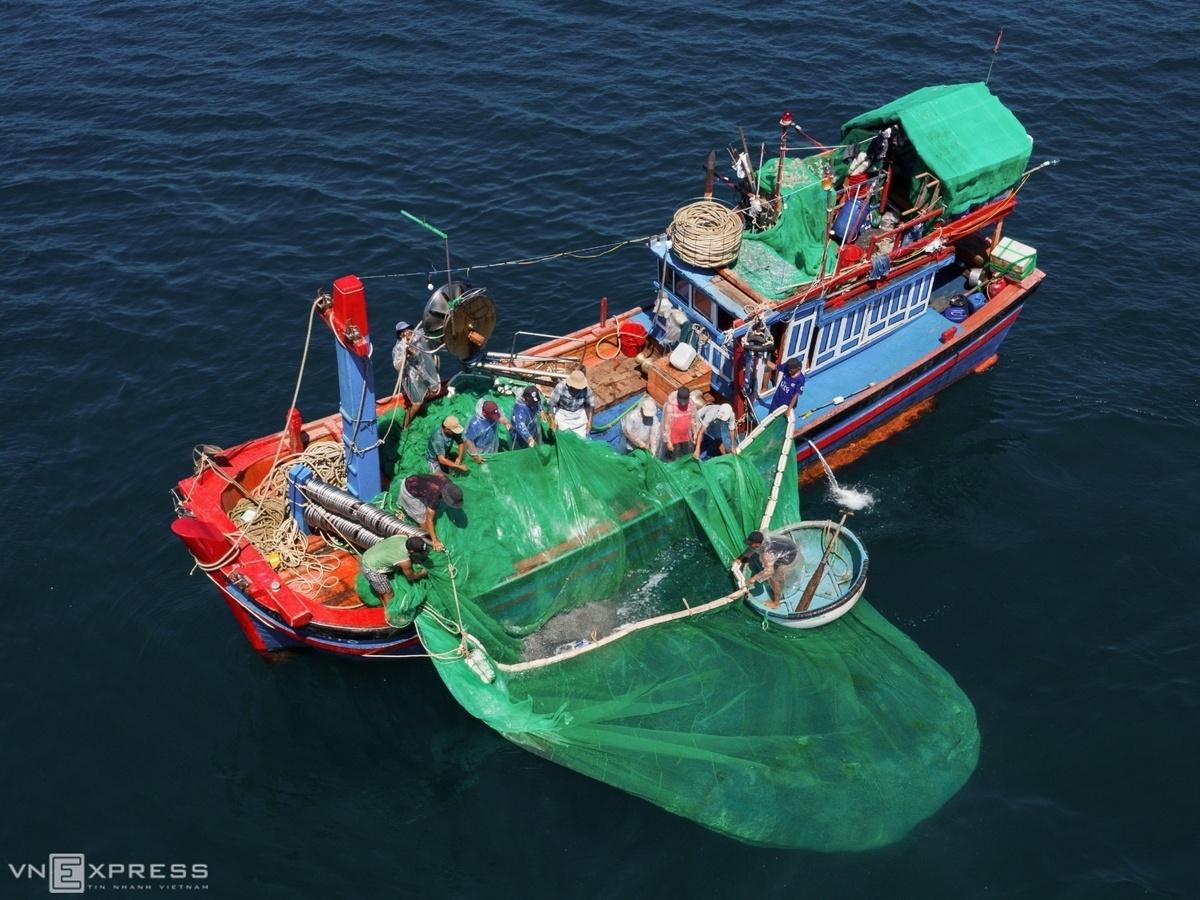 Fishing on Hon Yen a cast apart
