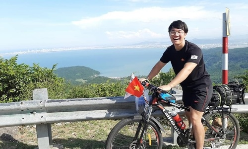 South Korean student cycles across Vietnam