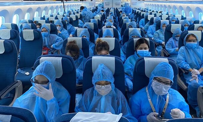Vietnam repatriates 344 citizens from Singapore