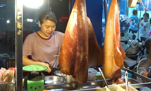 20 ways to relish huge purple-back flying squids in Saigon