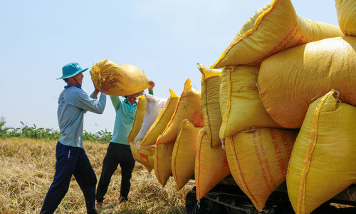 Vietnam trade surplus at $1.9 bln