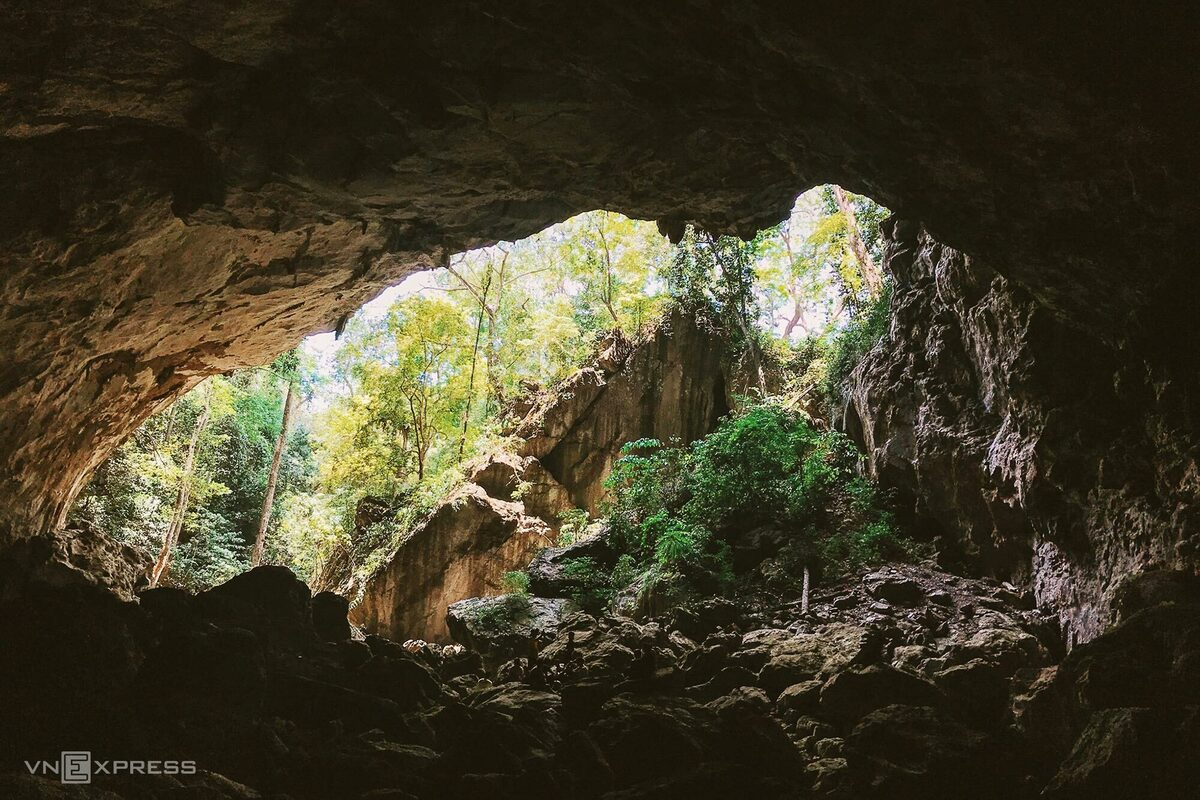 Discover giant sinkhole in Vietnam's Phong Nha-Ke Bang cave system
