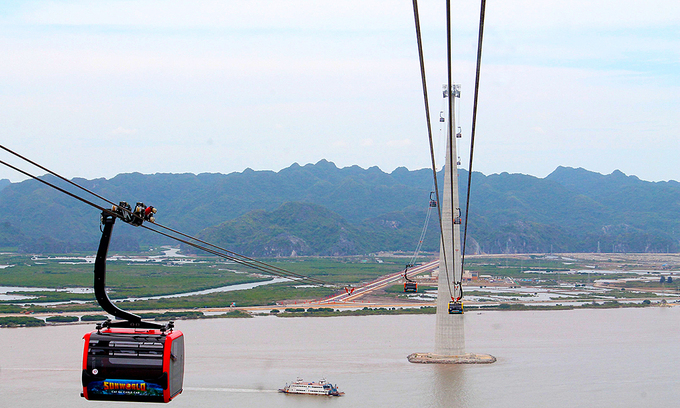 Record-breaking cable car link hastens access to Cat Ba Island