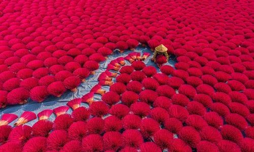 Hanoi incense village photo wins top Agora prize
