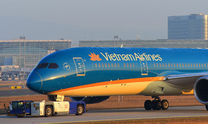 Coffers close to empty, Vietnam Airlines seeks government credit