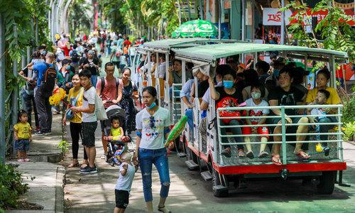 Vietnamese at odds on resuming international flights