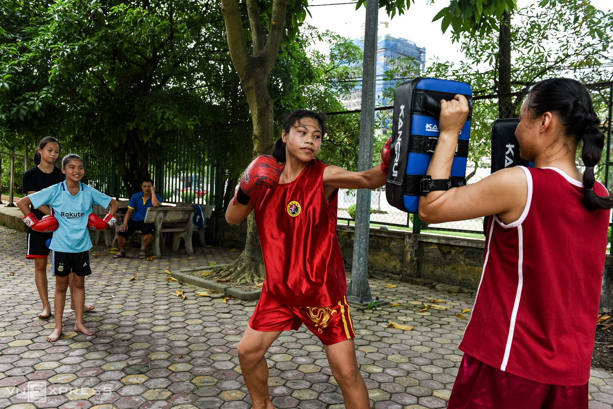 Vietnamese women athletes strain to train in tough conditions