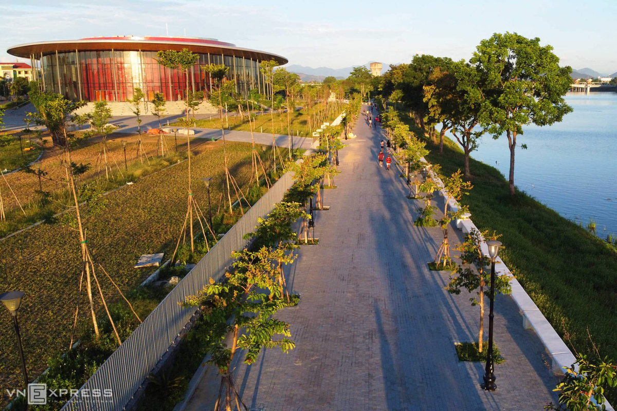Hue fitness enthusiasts prefer Perfume River workout