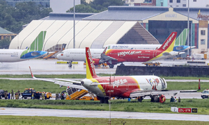 Vietjet's foreign pilots grounded after aircraft shoots off runway in HCMC