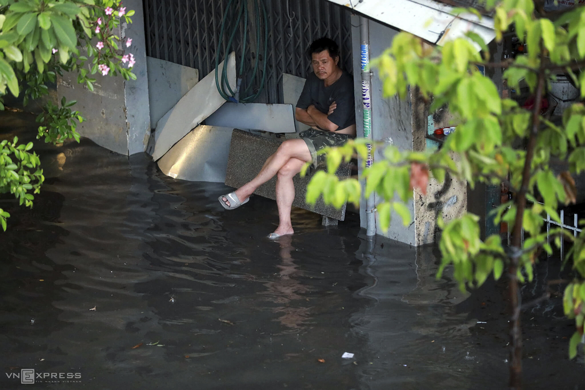 This is real misery, every single time it rains, there're floods, and the water just flows into our houses. We only wish for the authorities to have some solution to save us from this suffer, Nguyen Van Nhieu said as he waits for the flood to go away while sitting in front of his house on Nguyen Huu Canh Street.