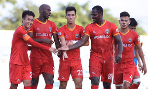 Vietnam striker gives racism the boot during V. League clash
