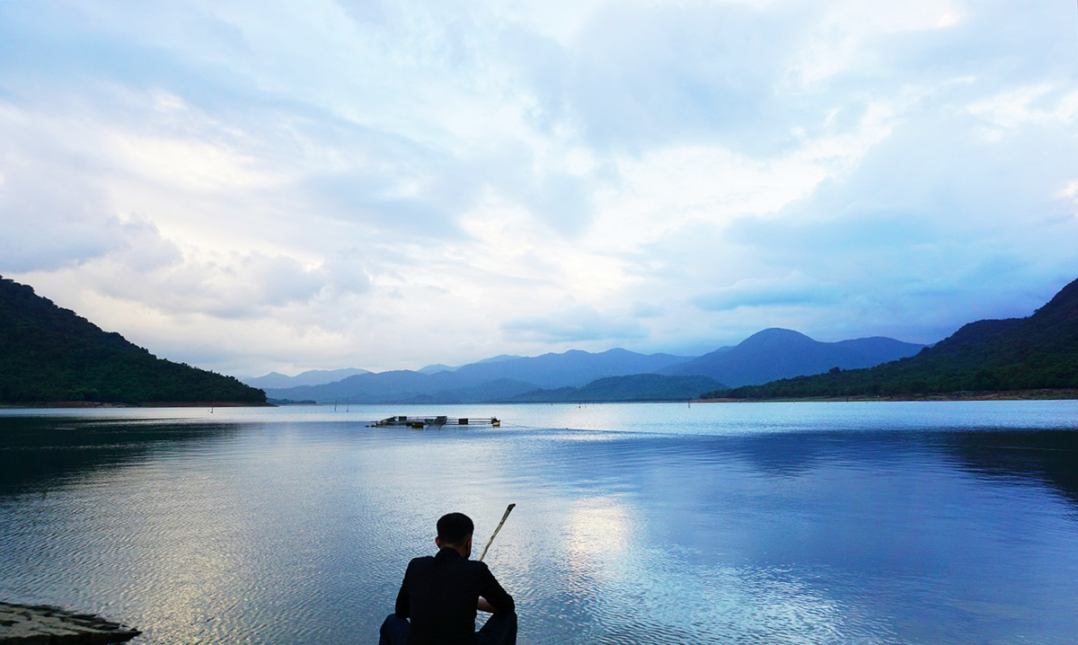 At Nui Mot Lake, breathe in the sense of vast tranquility