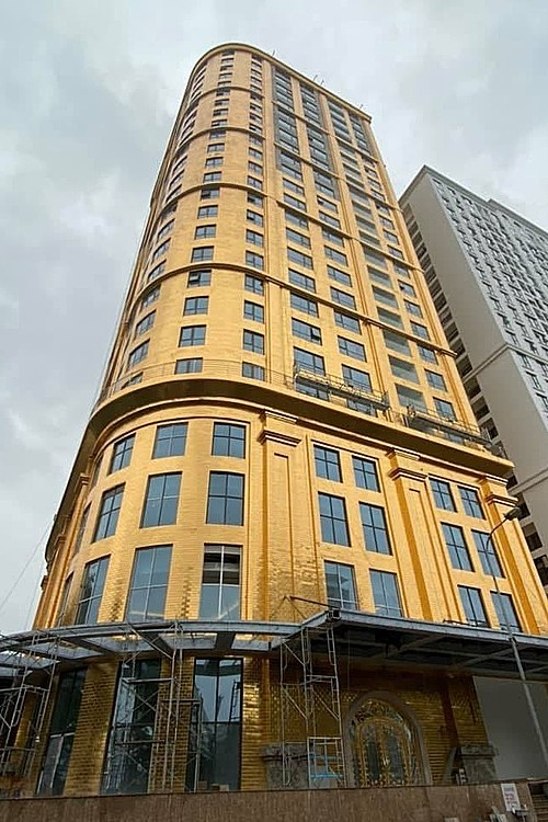 Located by a lake in Ba Dinh District, the 25-floor hotel is covered in 5,000 square meters of gilded ceramic. According to its developer, this is the world's first hotel having its facade gold-plated.