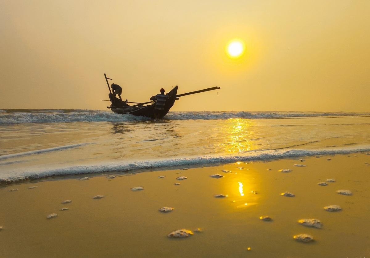 Sunrise on Giang Hai coast a feast for the eyes